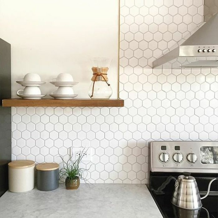 credence cuisine carrelage hexagonal