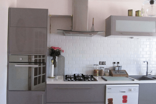 credence cuisine gris et blanc