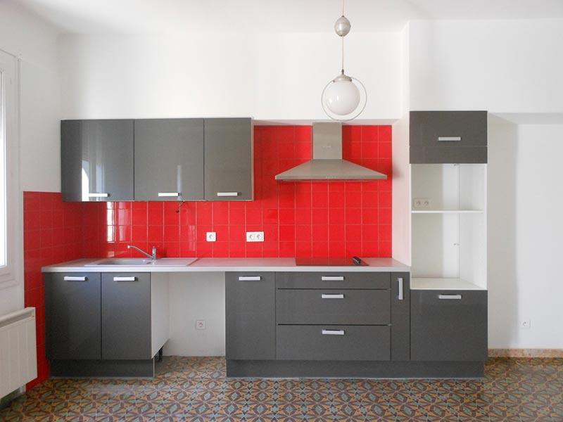 credence cuisine rouge et grise