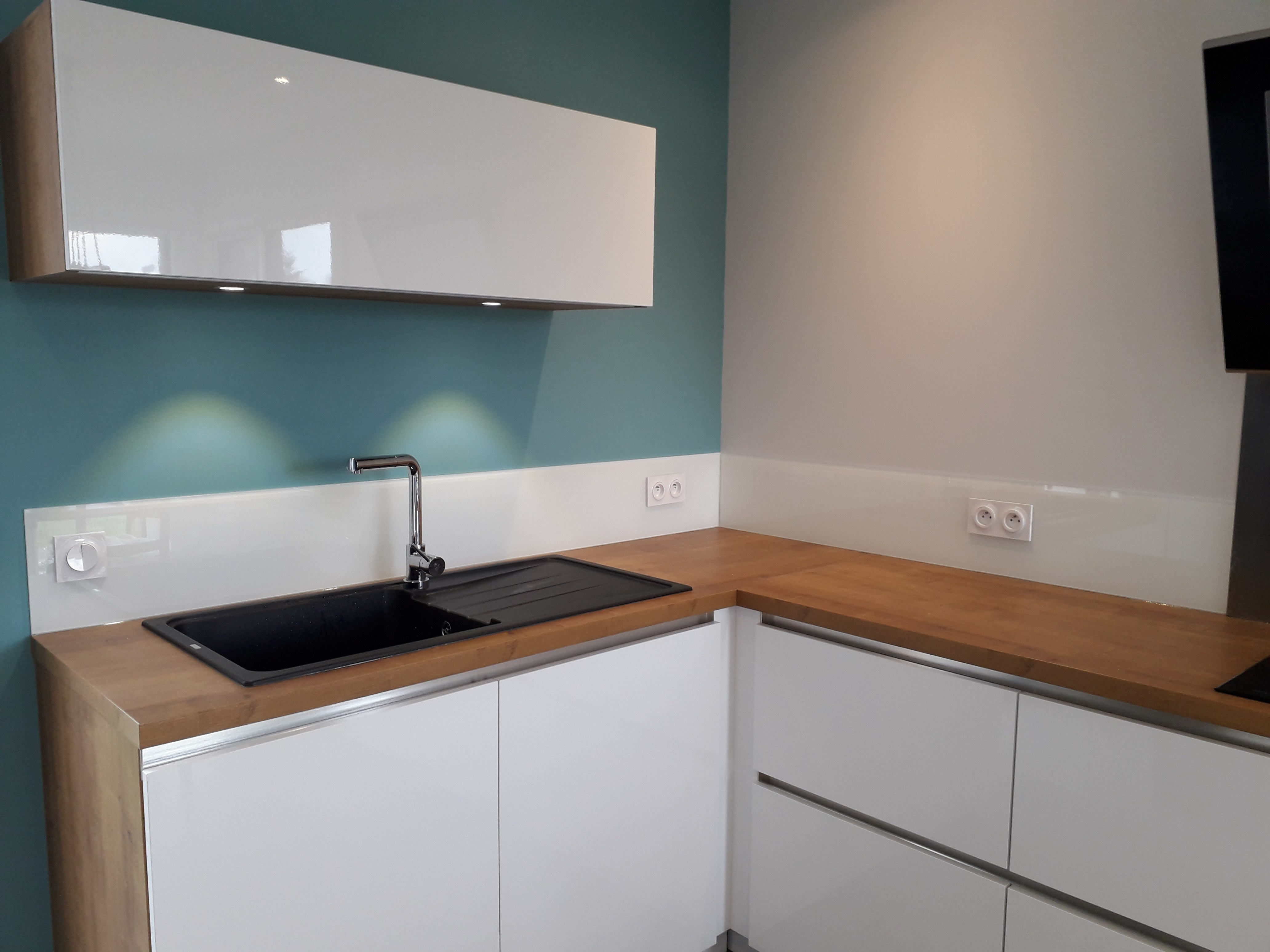 credence cuisine verre 90x70. Black Bedroom Furniture Sets. Home Design Ideas