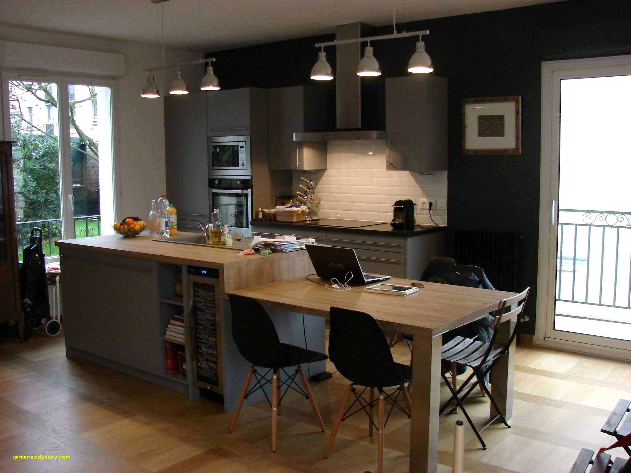 ilot cuisine avec coin repas. Black Bedroom Furniture Sets. Home Design Ideas