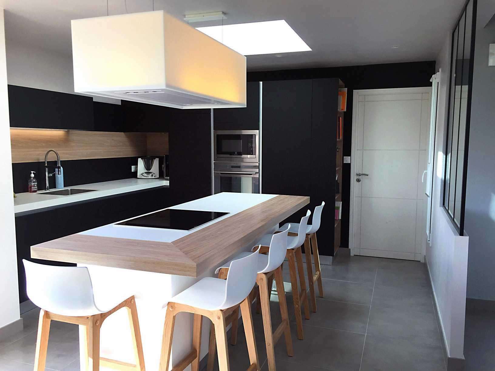 Ilot cuisine avec table escamotable Table haute avec tabouret pour cuisine