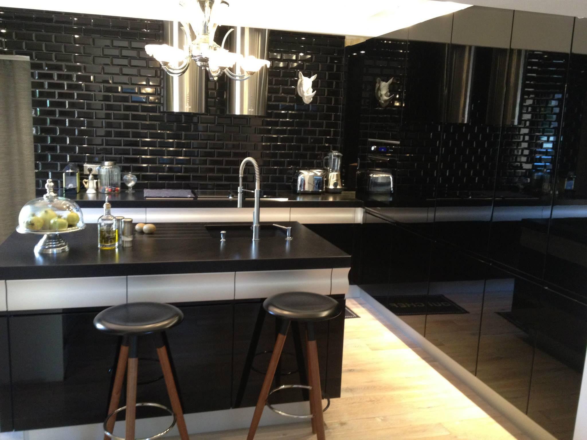 credence cuisine noir laque. Black Bedroom Furniture Sets. Home Design Ideas